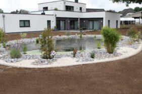 Bauhaus mit Teich…