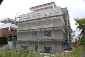 Ein Wohnhaus mit drei Wohneinheiten…