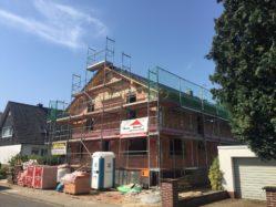 Ein Dach aufs Haus…